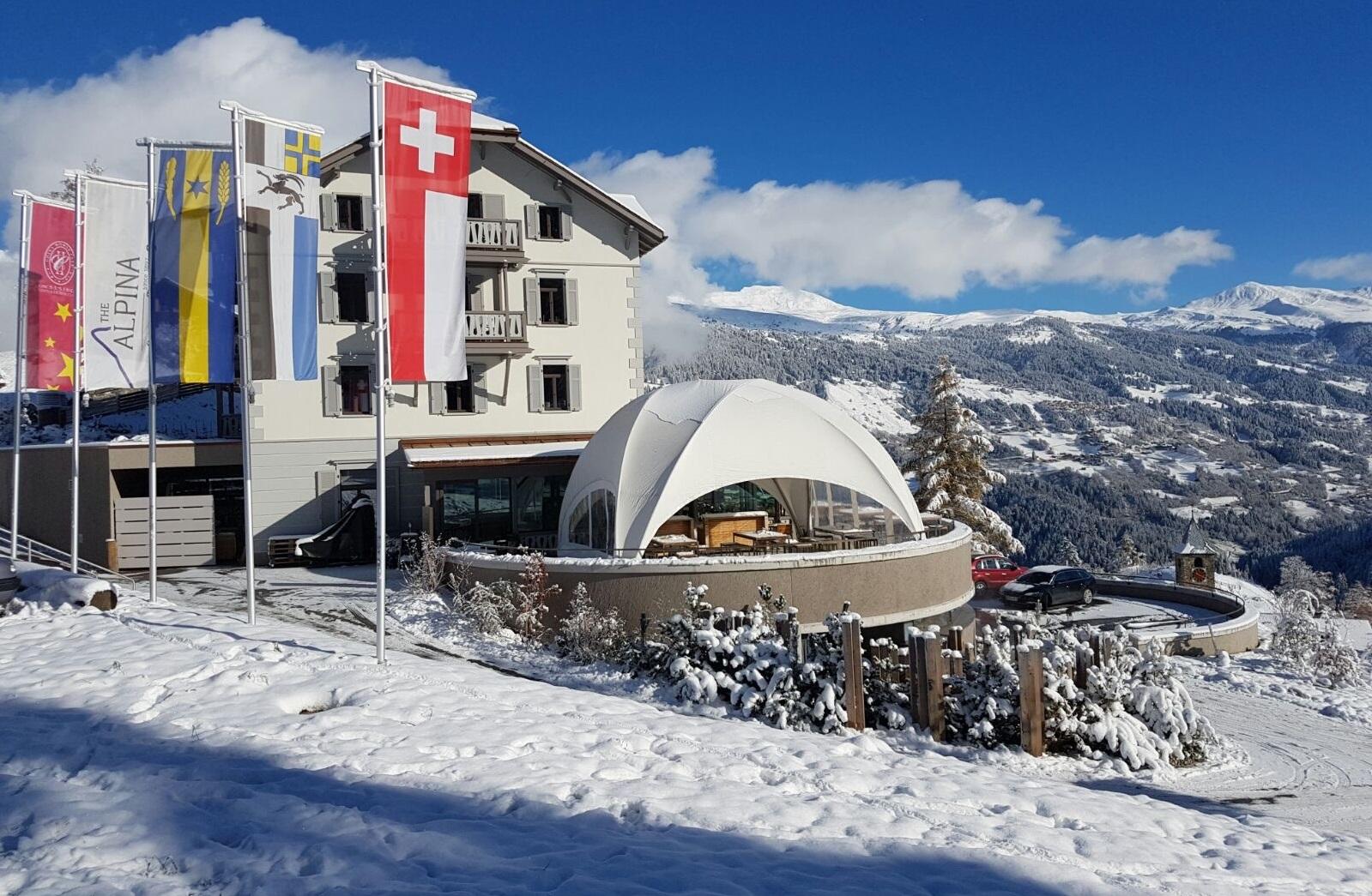 Tente dome crossover + mobilier bois massif - Twist Events - Location et vente tentes de réception stretch, mobilier événementiel - Genève Vaud Suisse Romande