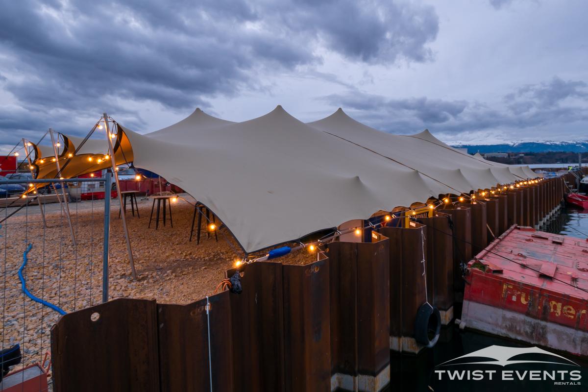 Twist Events - Location tente de réception stretch L 315 m², guirlandes lumineuses et mobilier industriel - Festival Antigel 2019 Geneve