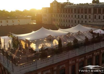 Assemblage-tentes-MARIAGE-Twist-Events-Location-tentes-de-réception-stretch-et-mobilier-événementiel-Genvève-Vaud-Suisse-Romande-1