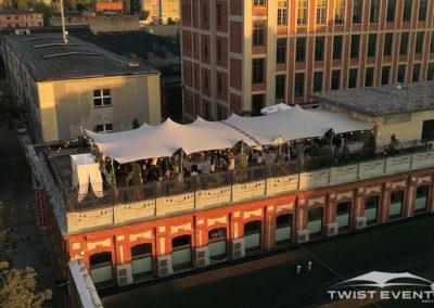 Assemblage-tentes-MARIAGE-Twist-Events-Location-tentes-de-réception-stretch-et-mobilier-événementiel-Genvève-Vaud-Suisse-Romande-2