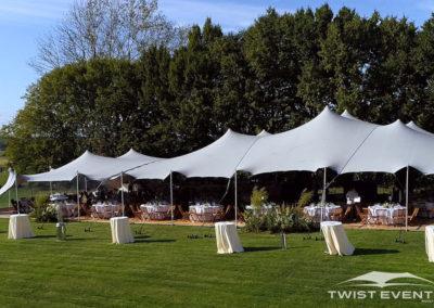 Assemblage-tentes-MARIAGE-Twist-Events-Location-tentes-de-réception-stretch-et-mobilier-événementiel-Genvève-Vaud-Suisse-Romande-5