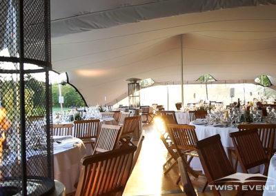 Assemblage-tentes-MARIAGE-Twist-Events-Location-tentes-de-réception-stretch-et-mobilier-événementiel-Genvève-Vaud-Suisse-Romande-6