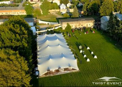 Assemblage-tentes-MARIAGE-Twist-Events-Location-tentes-de-réception-stretch-et-mobilier-événementiel-Genvève-Vaud-Suisse-Romande-8