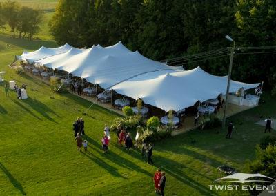 Assemblage-tentes-MARIAGE-Twist-Events-Location-tentes-de-réception-stretch-et-mobilier-événementiel-Genvève-Vaud-Suisse-Romande-9
