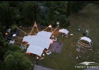 Assemblage-tentes-stretch-MANIFESTATION-CULTURELLE-Twist-Events-Location-tentes-de-réception-stretch-et-mobilier-événementiel-Genvève-Vaud-Suisse-Romande-3