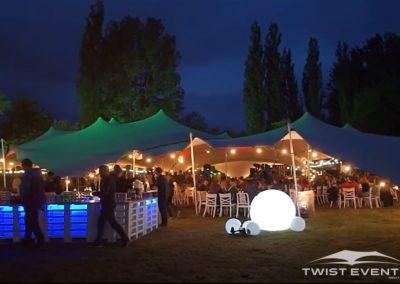 Assemblage-tentes-stretch-MANIFESTATION-CULTURELLE-Twist-Events-Location-tentes-de-réception-stretch-et-mobilier-événementiel-Genvève-Vaud-Suisse-Romande-6