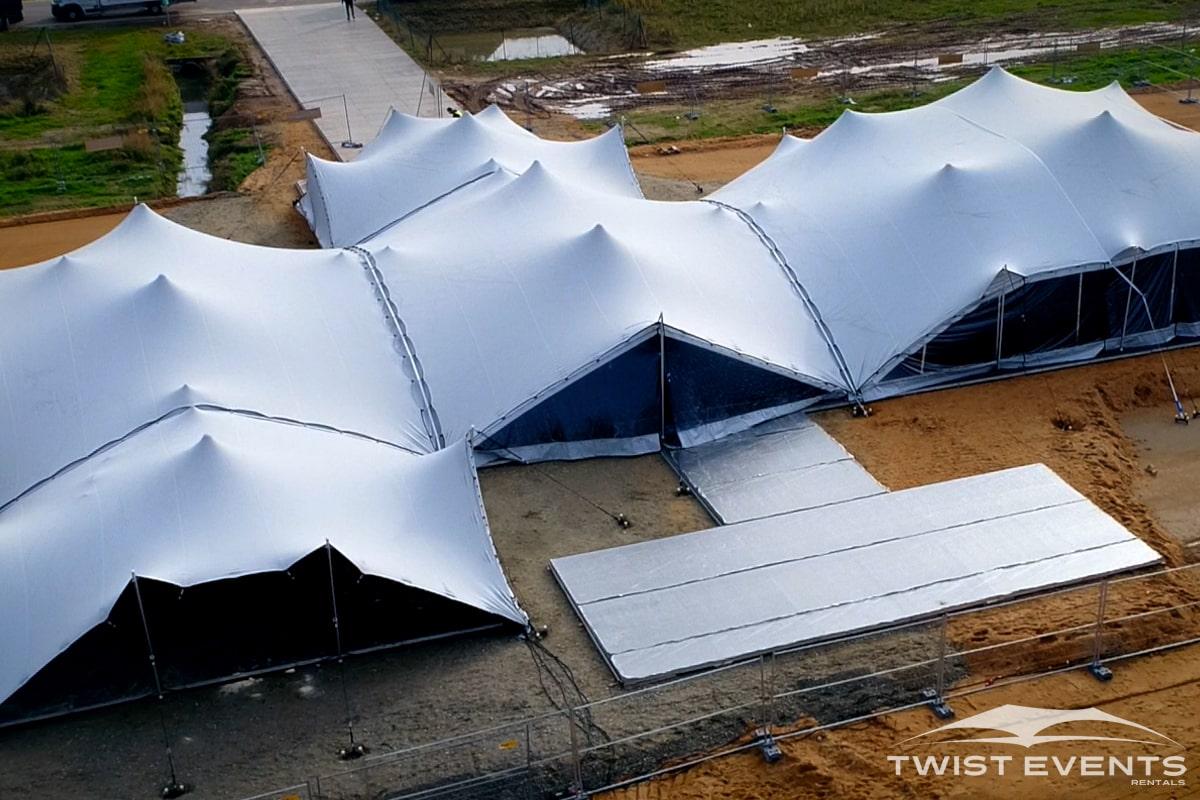 Assemblage-tentes-stretch-SEMINAIRE-Twist-Events-Location-tentes-de-réception-stretch-et-mobilier-événementiel-Genvève-Vaud-Suisse-Romande-4-min