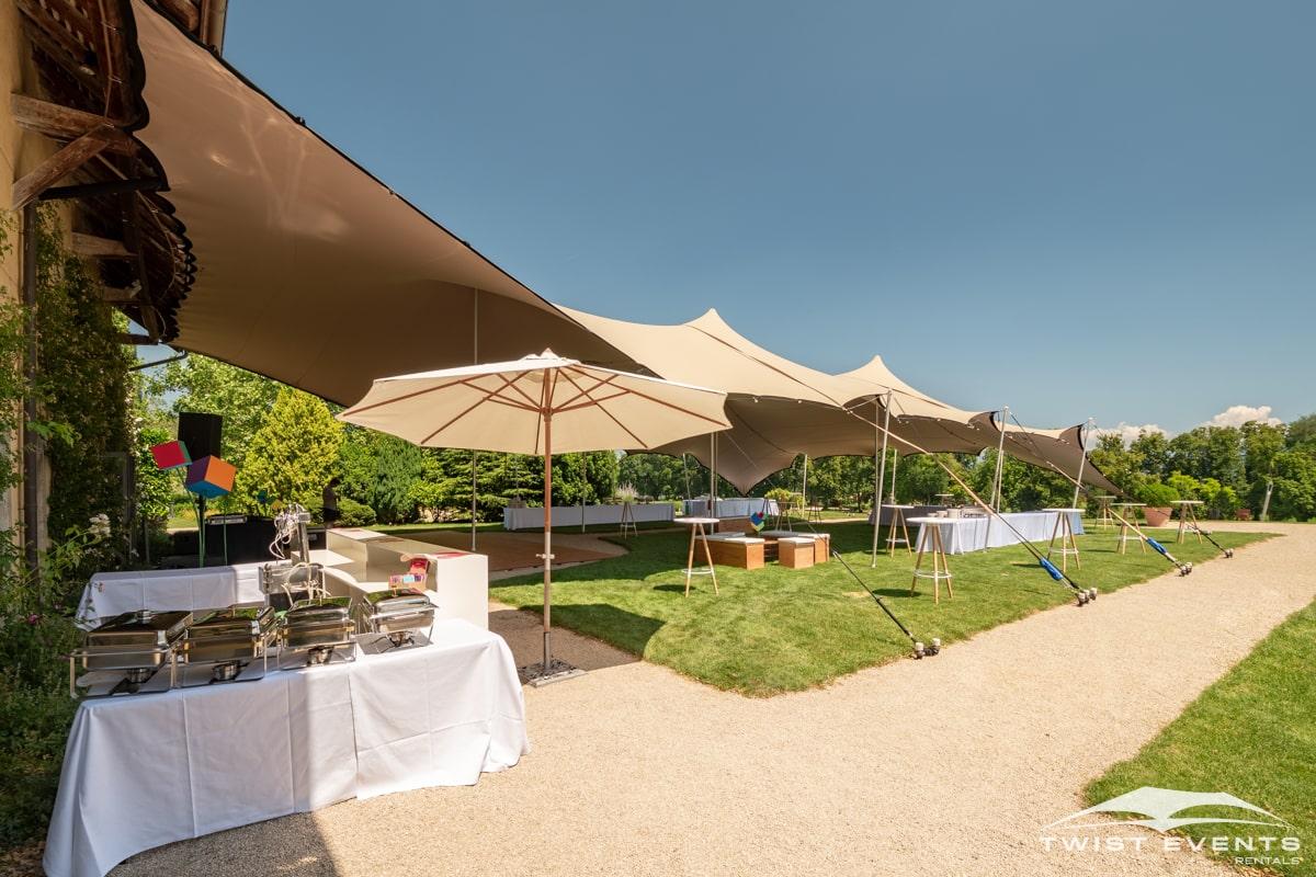 Location-tente-de-reception-stretch-314m2-avec-mobilier-et-plancher-pour-garden-party-en-Suisse-4-min