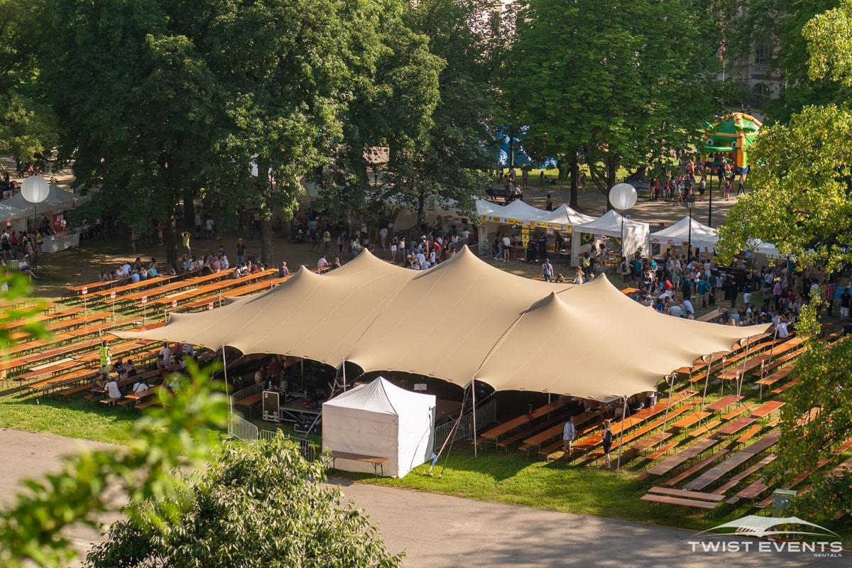 Location-tente-de-reception-stretch-L-314m2-fete-des-ecoles-de-geneve-parc-des-bastions-10-min