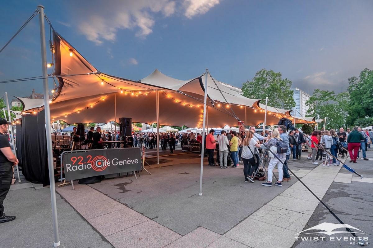 Location-tente-de-reception-stretch-L-314m2-pour-manifestation-publique-Festibiere-a-Carouge-Geneve-Suisse-2-min