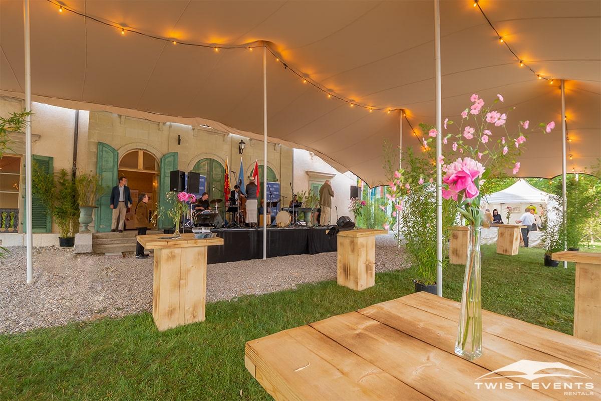 Location tente de reception stretch L 315 m2 mobilier en bois guirlandes evenement prive geneve suisse (15)