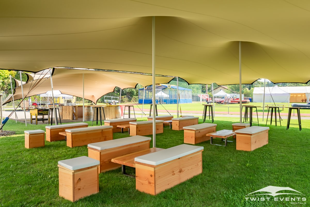 Location tentes de reception stretch, mobilier et jeux gonflables - summer party d'entreprise - Twist Events (11)-min