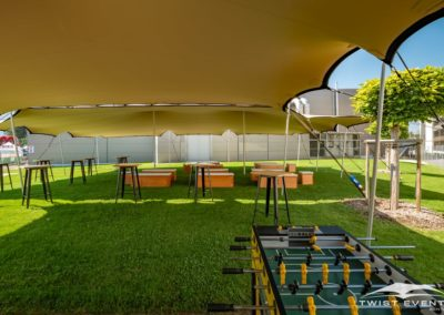 Location tentes de reception stretch, mobilier et jeux gonflables - summer party d'entreprise - Twist Events (18)-min