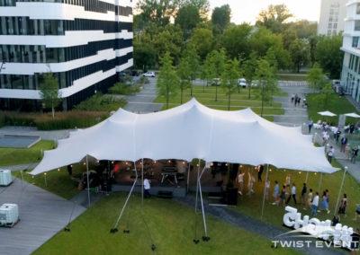 Tente-stretch-SOIREE-DENTREPRISE-Twist-Events-Location-tentes-de-réception-stretch-et-mobilier-événementiel-Genvève-Vaud-Suisse-Romande-2
