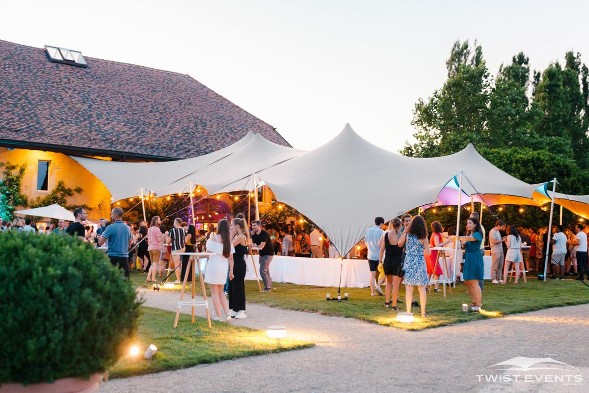 Location tente de reception stretch et mobilier en bois garden party entreprise geneve suisse W