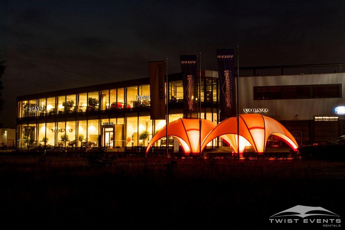 Location tente crossover M et éclairage LED pour inauguration concession automobile www.twist-events